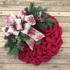 The Christmas countdown is just launched! Bring the magic of Christmas to your home! Because it is not always easy to imagine a Christmas decoration and holiday table consistent and really like you, deco. Wreaths For Front Door, Door Wreaths, Burlap Wreaths, Burlap Christmas Wreaths, Rustic Wreaths, Christmas Balls, Christmas Diy, Xmas, Christmas Stuff