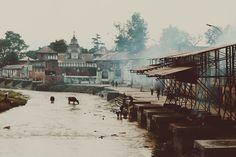Some places are holier than others. #Pashupati #Pashupatinath #Nepal #Bagmati #kathmandu #hinduism #cremation #religion   ruben_i   VSCO Grid