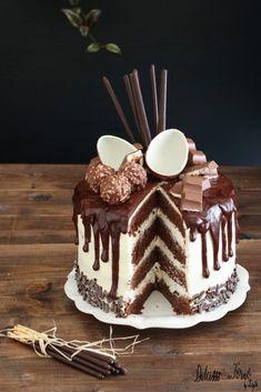 Drip cake tutorial italiano e video ricetta - Ganache Drip cake al cioccolato Cupcakes, Cupcake Cakes, Cake Icing, Köstliche Desserts, Delicious Desserts, Sweet Recipes, Cake Recipes, Nake Cake, Molly Cake