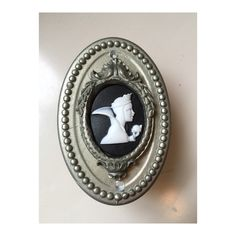A cameo doorbell featuring the evil queen from Snow White. Made from sturdy resin, this is a wired doorbell. Doorbells, Snow White, Etsy Shop, Queen, Snow White Pictures, Sleeping Beauty