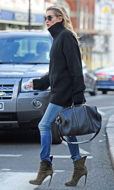 kate moss black turtleneck street style