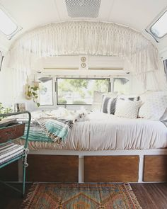 646 mentions J'aime, 22 commentaires – Airstream Life & Travels (@mavistheairstream) sur Instagram : « My little slice of heaven complete with an upside-down fluffy pup. »
