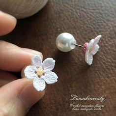 【lunarheavenly】さんのInstagramをピンしています。 《桜の花 ひとつぶのスタッドピアス。 このシンプルな感じも好きです。 型崩れしないよう裏を樹脂加工しています。 娘の卒業式につけたいな。 サクラサクように願いを込めながら、桜を編んでいます。 #crochet #cherryblossom #miniaturecrochet #tinycrochet #Lunarheavenly #pierce #桜 #かぎ針編み #レース編み #レース編みアクセサリー #ルナヘヴンリィ》