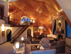 Home Interior Design — Main living area of a geodesic dome house. Monolithic Dome Homes, Geodesic Dome Homes, Beautiful Space, Beautiful Homes, Dome House, Earth Homes, Earthship, Round House, My Dream Home