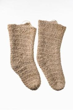 Nalbound socks for deceased, from Kivijärvi (Vuokkijärvi), in Viena (White Carelia), Russia (near border of Finland). Year unknown. Made of linen. Total length 38-39.5 cm, foot 20-21 cm, width 16 cm. - Explanation: Socks for deceased should be made of linen, not wool or cotton, and they should be nalbound. No knots should be in the clothes of the deceased, because the deceased will have to explain them in the afterlife.   https://jaanasklukkari.files.wordpress.com/2015/02/kontokki.jpg