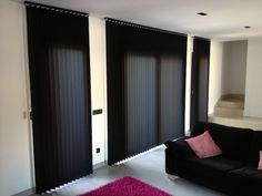 Las cortinas verticales Bandalux instaladas en este loft en Sant Joan, Palma, permiten ganar espacio y dar protección solar sin restar luminosidad.