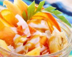 Salade de fruits orangée au yaourt ultralight : http://www.fourchette-et-bikini.fr/recettes/recettes-minceur/salade-de-fruits-orangee-au-yaourt-ultralight.html