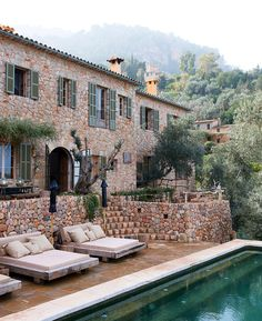I want to live in this house. Dream Home Design, My Dream Home, House In Nature, Italian Villa, Stone Houses, Exterior Design, Future House, Beautiful Places, Sweet Home