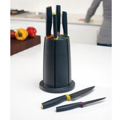 Perfect for cutting edge kitchens...the Joseph Joseph Elevate™ Knives Carousel Set.