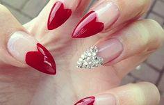Uñas almendradas decoradas, uñas almendradas decoradas corazones.   #coloruñas #colornails #uñaselegantes