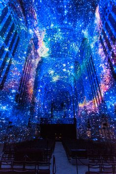 At the occasion of a fundraising campaign organized by the University of Cambridge in King's College Chapel, French artist Miguel Chevalier was invited to create a series of immersive projections to accompany the speeches of renowned professors and alumni.