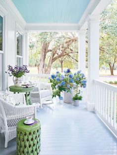 Lacecap Best Blue Paint Colors, Country Patio, French Country Porch, Country Porches, Country Style, Country Porch Decor, Blue Patio, Small Front Porches, Houses With Front Porches