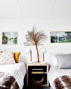 Keltainen talo rannalla: Mökkitunnelmaa Minimal Bedroom, Best Boutique Hotels, Daylesford, Inspired Homes, Home Accessories, Home Goods, How To Become, Cottage, Living Room