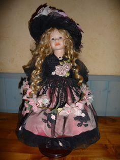 très belle poupée porcelaine MUNDIA - VALENTINA in Jouets et jeux, Poupées, vêtements, access., Autres | eBay