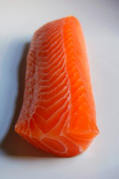 Salmon Sashimi Anyone?pass the plate. Sushi Co, Sushi Burger, Sashimi Sushi, Salmon Sashimi, My Sushi, Sushi Recipes, Raw Food Recipes, Easy Recipes, Raw Salmon