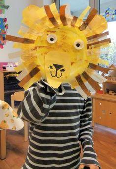 lion mask Dear Zoo Activities, Eyfs Activities, Art Activities For Kids, Handas Surprise, Jungle Crafts, Animal Plates, Lion Craft, Hunting Crafts, Lion Mask