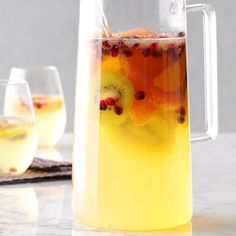 White Christmas Sangria Recipe -This punch has a pleasant fruity flavor. It'… – sangria Christmas Drinks Alcohol, Christmas Cocktails, Christmas Recipes, Christmas Meals, Fun Cocktails, Holiday Foods, Christmas Goodies, Christmas Morning, Holiday Desserts