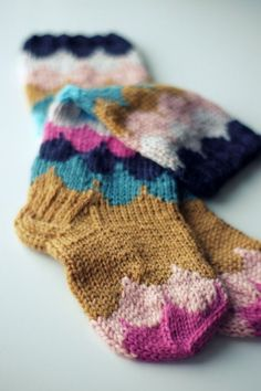 """Lovely knitted socks from """"Muita ihania"""" Knitting Projects, Crochet Projects, Knitting Patterns, Crochet Patterns, Knitting Socks, Baby Knitting, Knit Socks, How To Purl Knit, Knitting Accessories"""
