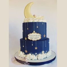 moon cake Two tiers Moon baby shower cake with all edible details Tortas Baby Shower Niña, Torta Baby Shower, Baby Shower Cakes For Boys, Baby Boy Cakes, Star Baby Showers, Gold Baby Showers, Baby Shower Themes, Baby Boy Shower, Baby Shower Decorations