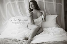 Elegant Lingerie Boudoir Photography poses by Elizabeth Lois Photography www.elizabethloisphotography.co.uk/studio
