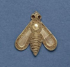 Gold Ornament in the form of a Bee 1700-1600 BC Minoan Length: 1.9 cm (Source: The British Museum)