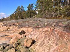 jälkiä kalliolla