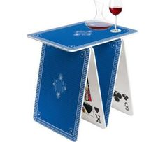 Tisch aus Spielkarten
