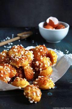 Chouquettes faciles - Avec leurs grains de sucre craquants, les chouquettes sont irrésistibles...Il y en a souvent pour le petitdéjeuner à la rédaction :on les consomme sans modération !