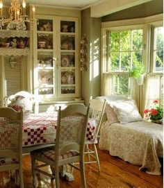 Shabby Chic Furniture In a family room, try to arrange your furniture into centers. Cottage Chic, Romantic Cottage, Romantic Homes, Cottage Living, Shabby Cottage, Country Living, Fairytale Cottage, Country Kitchen, Shabby Bedroom