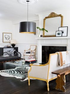 Black Gold Room Modern Classic Living Room Combine modern and traditional design for a stunning space. - Affordable ideas for a fresh look. Classic Living Room, Home Living Room, Living Room Designs, Living Room Decor, Living Spaces, Modern Living, Living Area, Cottage Living, Cozy Living