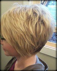 Layered Short Haircuts we will meet you with amazing short layered haircuts for you ladies! Amazing short blonde bobs, graduation layered cuts, chic long layered pixie styles and Stacked Bob Hairstyles, Short Layered Haircuts, Cool Hairstyles, Haircut Short, Hairstyle Ideas, Haircut Bob, Hairstyles 2018, Bob Haircuts, Celebrity Hairstyles