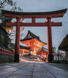 Fushimi Inari Taisha (Grand Shinto Shrine) in Kyoto. Kyoto Japan, Japon Tokyo, Japan Japan, Okinawa Japan, Anime Japan, Cultural Architecture, Japanese Architecture, Ginkakuji, Fushimi Inari Taisha