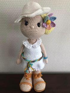 Mira lo que encontré en Freubelweb.nl: un patrón de ganchillo gratuito de My Crochet . Amigurumi Doll, Amigurumi Patterns, Crochet Dolls, Hand Crochet, Baby Blanket Crochet, Crochet Baby, Boyfriend Crafts, Crochet Patterns For Beginners, Chunky Yarn
