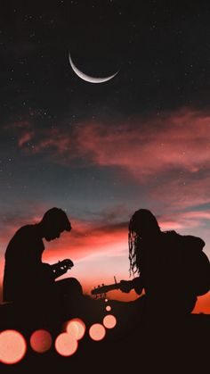 Romantic Couple Playing Guitar Sunset Half Moon - Wallpaper World Silhouette Photography, Moon Photography, Couple Photography, Photography Awards, Iphone Photography, Photography Backdrops, Pictures Of Love Couple, Cute Couple Art, Wallpaper Iphone Liebe