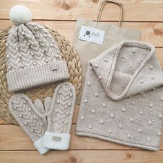 New Crochet Mittens Cable Yarns Ideas Baby Mittens, Crochet Mittens, Crochet Lace, Knitted Hats, Sweater Knitting Patterns, Knitting Stitches, Knit Patterns, Hand Knitting, Knitting Accessories