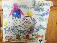 Pustebild mit Wasserfarbe und Edding - macht super viel Spaß. Edding ist wasserfest und die Konturen bleiben scharf. Mit meiner 4jährigen Tochter gemalt.
