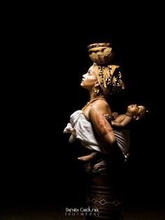 African women - Madonna with the child.