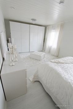 Coconut White: White bedroom