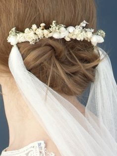 Dried flower bridal comb with detachable veil