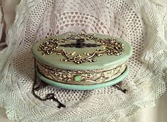 vintage old antique shabby chic jewelry box Adisa Lisovac Decoupage Shabby Chic Schmuck, Shabby Chic Jewellery Box, Jewellery Storage, Jewelry Box, Vintage Box, Vintage Shabby Chic, Altered Boxes, Decoupage Box, Gift Boxes