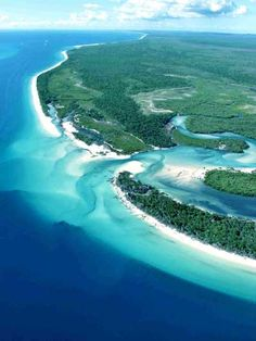Fraser Island (Western Beach), the largest sand island in the world (over 123 kilometres in length and 22 kilometres at its widest point). Over 100 freshwater lakes. Along the southern coast of Queensland, Australia. Approx 200 kms north of Brisbane