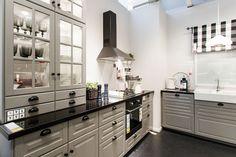 IKEA Bodbyn - Litt glossy? høyglans? (Billigere enn Laxarby)