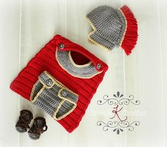 Foto: Couldn't resist this fab gladiator outfit for a newborn...crocheted  purchasable pattern....http://www.ravelry.com/patterns/library/newborn-gladiator-roman-greek-spartan-warrior-outffit