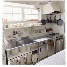 46 Modern Restaurant Kitchen Design Ideas - nicholas news Modern Kitchen Cabinets, Kitchen Design Small, Industrial Kitchen Design, Contemporary Kitchen, Kitchen Decor, Restaurant Kitchen Design, Kitchen Interior, Kitchen Layout, Modern Kitchen Design