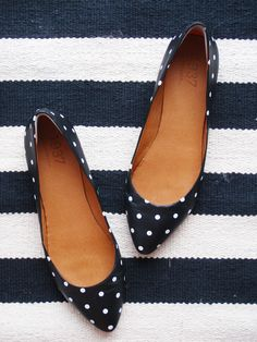 madewell polka dot flats - i can't get enough of polka dots! Crazy Shoes, Me Too Shoes, Polka Dot Flats, Polka Dots, Navy Flats, Navy Flat Shoes, Black Flats, Black Suede, Shoe Boots