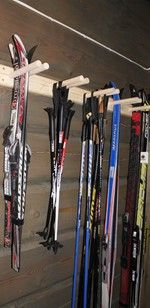 Skistativ Til Vegg Bod Hanging Canvas, Artist Canvas, Wood Grain, Skiing, Art Pieces, Gallery Wall, Prints, Lag, Organizing