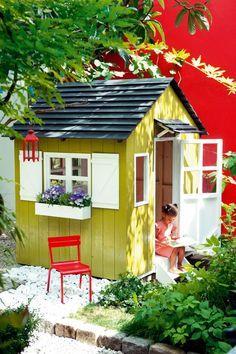 Une cabane pour enfant au style nordique - Marie Claire Garden Huts, Garden Trellis, Playground Set, Kitchen Table Makeover, Fall Containers, Garden Types, Advantages Of Watermelon, Wooden Garden, Patio
