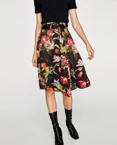 SATIN SKIRT WITH BELT