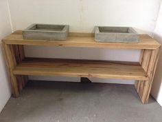 Badmeubel oud eiken met betonnen wasbakken.