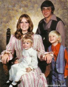 Pictures of Kurt Cobain's Family and His Childhood (15)